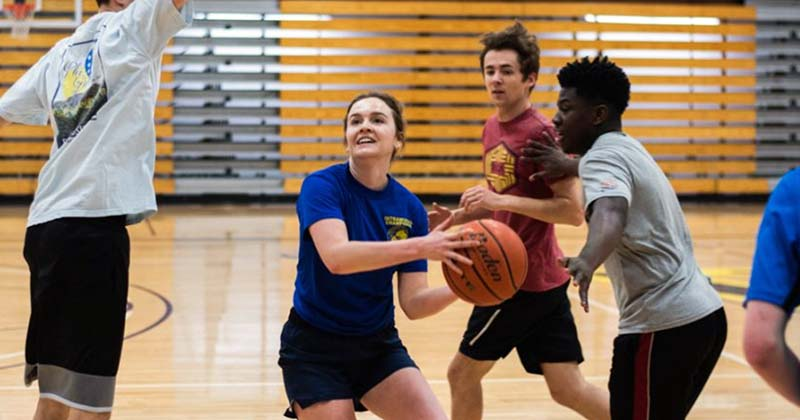 Learning in a pickup basketball game